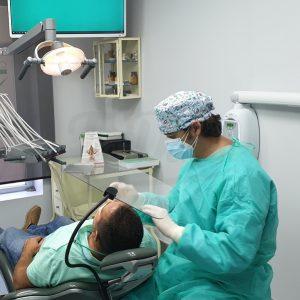 Mampara-de-proteccion-de-policarbonato-de-uso-sanitario-Flexihealth-TienDental-Proteccion-Covid-clinica-dental.jpg